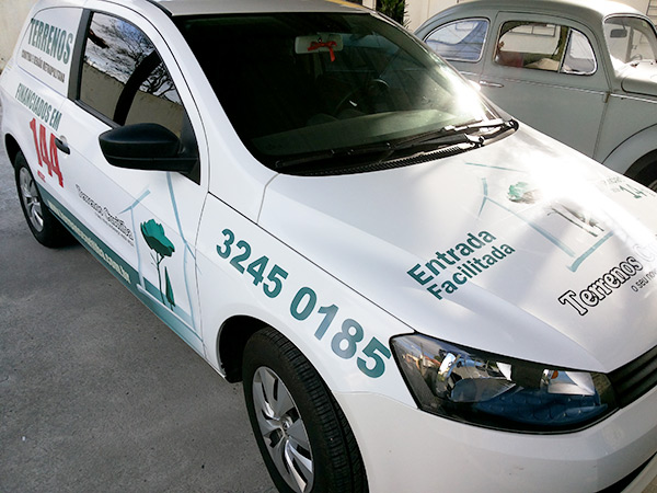 Adesivagem de carro realizada pela i9 Comunicação Visual em Curitiba