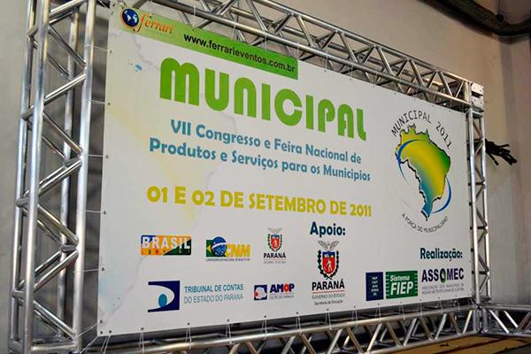Banner com Ilhós Curitiba
